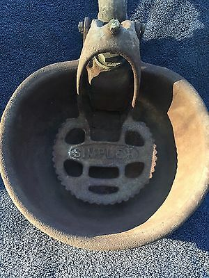 ANTIQUE CAST IRON COW WATER BOWL Dairy 1928