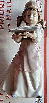 "Lladro ""DINNER IS SERVED"" Figurine w/Fish 6235 Retired ~ Mint"