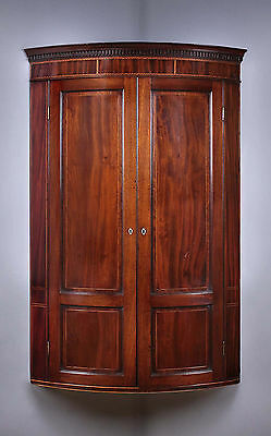 Antique 19th.c. Mahogany Bow Front Corner Cupboard c.1810