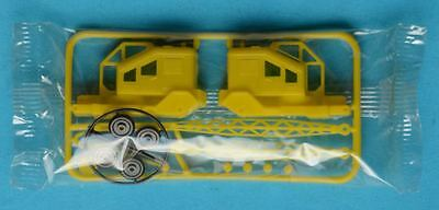 R&L 1970s Kellogg - PLAY HARBOUR - MOBILE CRANE - plastic cereal toy kit MIB