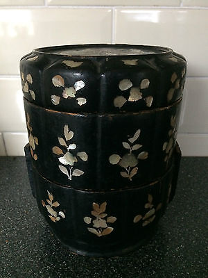 ANTIQUE JAPANESE CHINESE BLACK LACQUER MOTHER OF PEARL  FOOD BOX 17th 18thC