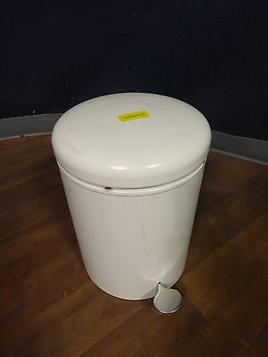 Safco 9681 round step-on receptacle trash can