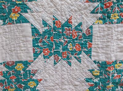 ANTIQUE  VINTAGE  QUILT  WHITE with GREEN