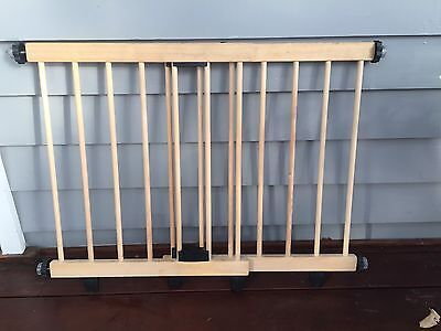 Wooden extendable baby gate