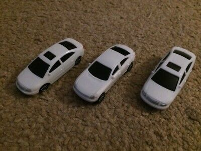 Set Of 3 White 1:76 Trackside Cars Oo Gauge Model Railway Bundle Joblot