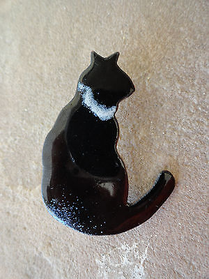 Handmade Enamel Metal Black and White Collar Cat Pin