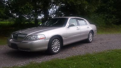 2003 Lincoln Town Car signature 2003 Lincoln Town Car only 30k 1-Owner miles NICE!!!