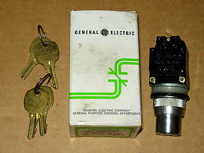 Ge General Electric Cr104J111 Oiltight Key Switch Nos