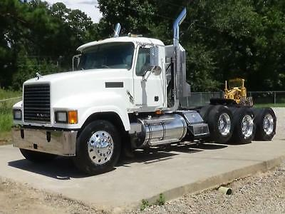 2008 Mack Chu613 Pinnacle Tri Axle Day Cab Truck