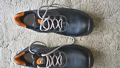 Safety boots stone kit steel toe cap boots size 44   uk 10