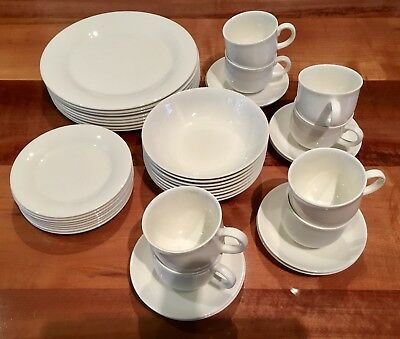 "Royal Doulton "" Expressions "" 40 Piece Dinner Set"