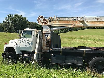 1988 Ford L8000 National Series 500 Crane