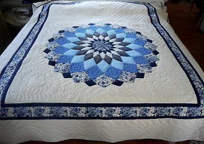 Amish Quilt - Giant Dahlia Pattern in Blue