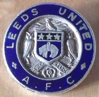 Vintage LEEDS UNITED A.F.C Football Badge