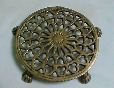 Small ROUND Brass TRIVET on FIVE CLAW FEET Unmarked Wilton?