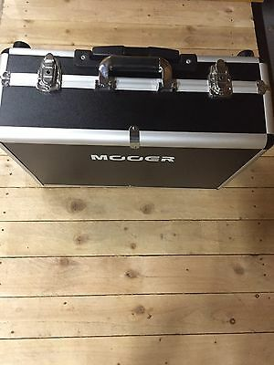 Mooer TF16H Pedal Board With Flight Case