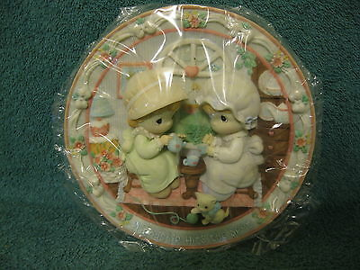 Precious Moments Collector's Plate/Friendship Hits The Spot/1995 (item# S911)