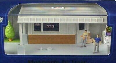 """""""MOMENTS IN TIME"""" Garage Scene  DIORAMA PUT YOUR OWN CAR INSIDE 1/43 MOTORMAX"""