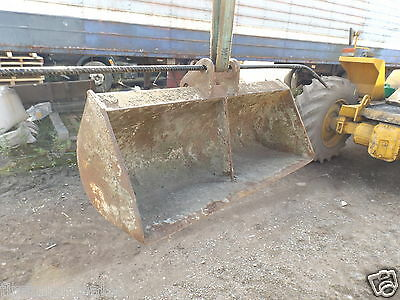 3FT Ditching/grading Bucket P/D 30mm D/W 105mm C/C 110mm (829)