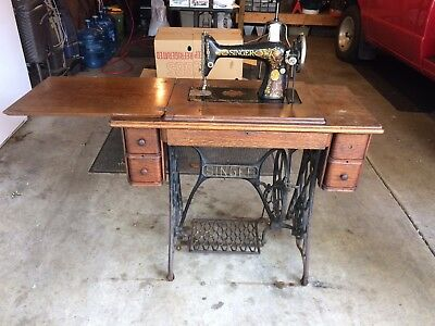 Antique Singer Treadle Sewing Machine in Cabinet from 1916 Model G4487661