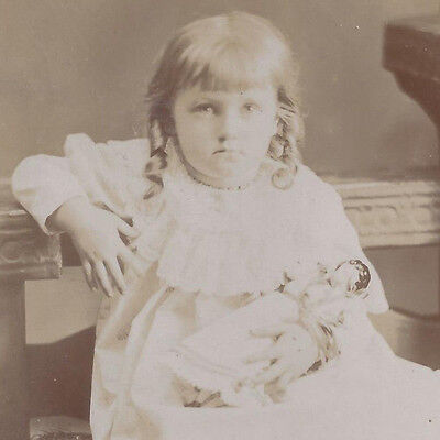 1890s CABINET CARD PHOTO CHICAGO IL YOUNG GIRL HOLDING HER DOLL
