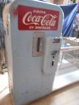 Vintage Collectible Vendo 39 Coca Cola Vending Machine