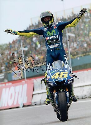 VALENTINO ROSSI Autograph 2017 SIGNED 16x12 Yamaha Photo 8 AFTAL COA The Doctor