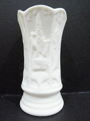 Belleek Ireland - Bud Vase / Posy Vase (Belleek Visitors Centre) a/f - rim chip