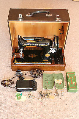 Black  SINGER 1952 SEWING MACHINE (Electric)  ATTACHMENTS BOX Ship Worldwide
