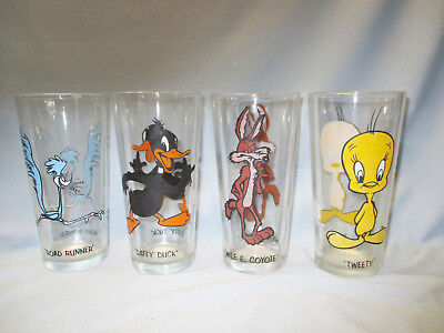 4 Pepsi Collectible Tall Glasses 1973, Tweety, Daffy, Road Runner, Wile E Coyote