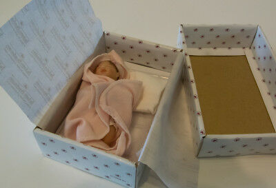 ASHTON DRAKE GALLERIES MINIATURE BABY DOLL 'HANDFUL OF LOVE Box & Certificate