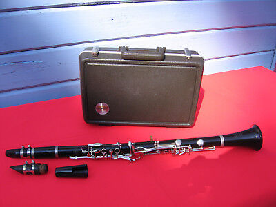 BUNDY SELMER STUDENT CLARINET with TWO MOUTH PIECES & HARD CARRY CASE BEGINNER