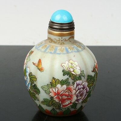 China Exquisite Handmade Flowers and butterfly patterns Glass snuff bottle