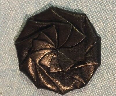 Vintage Collapsible Folding Black Leather Swirl Coin Purse