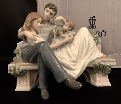 """Rare Lladro """"A Priceless Moment"""" Family (8056 Mint in Box) Father/Mother/Child"""
