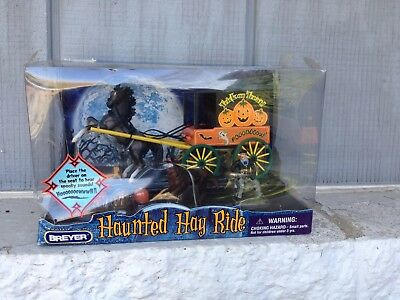 Breyer Haunted Hay Ride Halloween Stablemate Wagon Wolf Howling Noises Mib