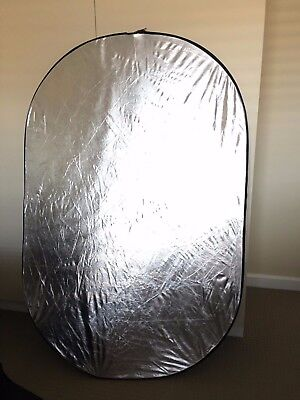 5-in-1 reflector. Huge 147 x 98cm size. Black/White/Gold/Silver/Scrim +Carry Bag