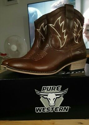 pure western size 7 Ladies cow girl boots