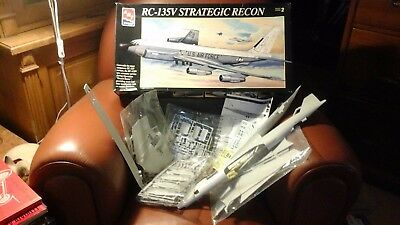 AMT ERTL RC-135V Strategic Recon - 8956 - 1:72 NUOVO
