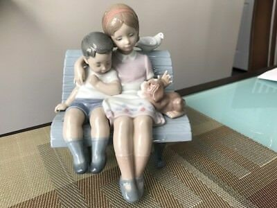 """Lladro Figurine """" Surrounded By Love """" # 6446"""