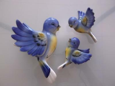MID-CENTURY BLUEBIRD WALL PLAQUE Set CERAMIC BIRDS MADE in JAPAN VINTAGE