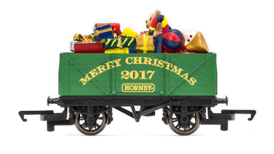 Hornby R6825 Christmas Open Wagon With Present Load OO Gauge