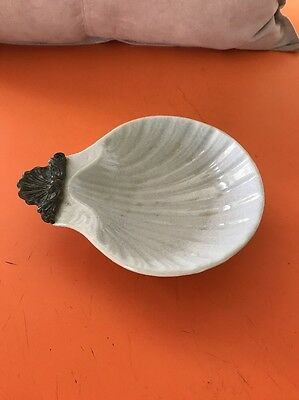 Soap Dish Ceramic in Shell Shape, Shell Feet, WL 1895.