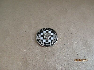P19-01 - JAGUAR logo pin - car badge - pinback - tie tack - pins - pin's