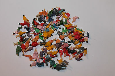 Lot 100 personnages figurines ASSIS HO