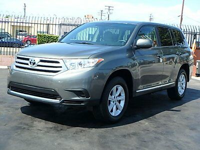 2012 Toyota Highlander  2012 Toyota Highlander V6 Wrecked Salvage Repairable Low Miles Perfect Fixer!