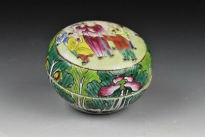 19th / 20th Century Chinese Porcelain Covered Box in Cabbage Leaf Pattern