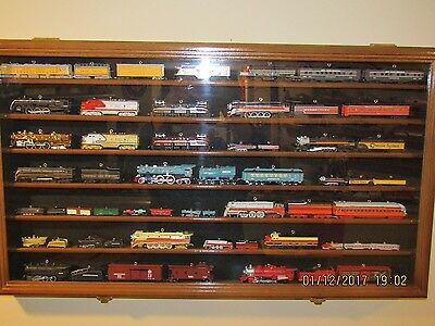 HALLMARK LIONEL - TRAIN ORNAMENT SET DISPLAY CASE Cherry Wood Finish BEAUTIFUL !