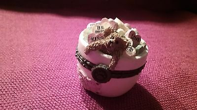 Boyds bears uncle bean's treasure box Special occasion collection kiss me quick