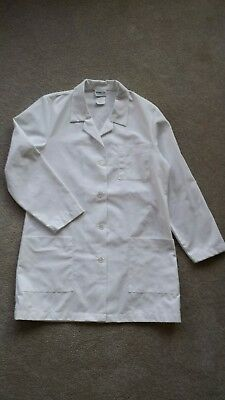 White Meta Fundamentals lab coat NWOT, 2 Front patch pockets, Women's Small.